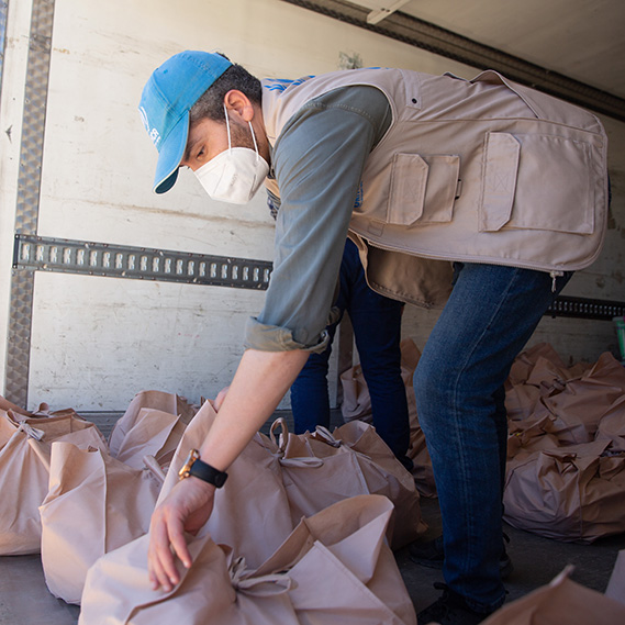 UNHCR distributes emergency supplies in Tripoli